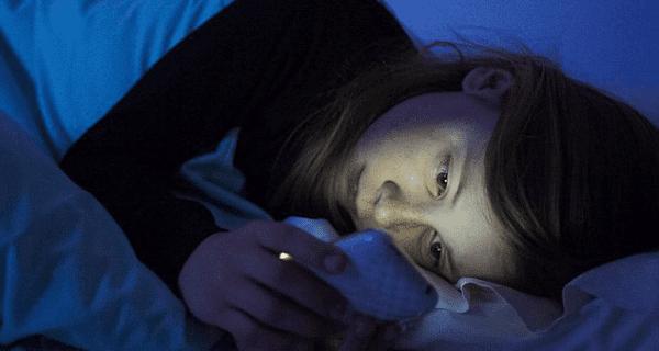 Artık Telefonu Kapat ve Biraz Uyu, uyumanın faydaları, uyumamanın zararlar, telefon uyku sorunu, akıllı telefon uyutmuyor,